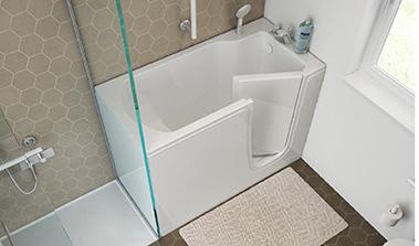 Bathtub with door design